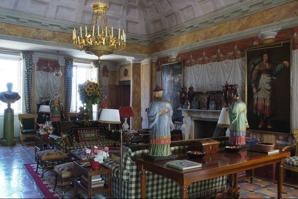 The main drawing room in La Vagnola, the Tuscan villa Valentino and Giancarlo Giammetti shared. Photo by Oberto Gili.