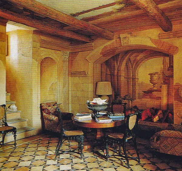 The ground floor sitting room at La Torre, Elsa Peretti's medieval Tuscan residence decorated by Renzo Mongiardino in the 1980's. Photo by Frtiz von der Schulenburg.