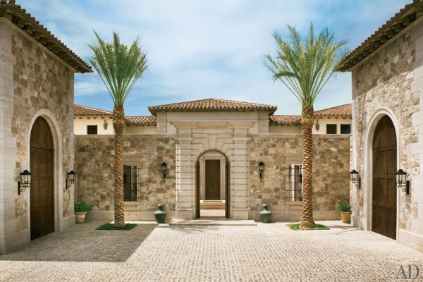 Travertine paves the motor court and outer walls of a villa in Las Vegas designed by architect William Hablinski and decorated by Alexandra and Michael Misczynski of Atelier AM. Photo by Pieter Estersohn for AD.