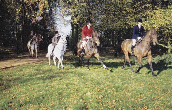 Members of the hunt at Upton House, Warwickshire. March 1989. Photo by Oberto Gili.