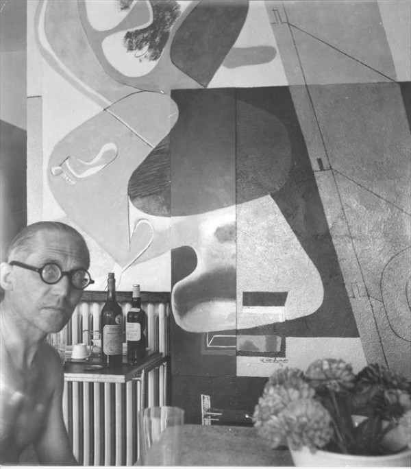 Le Corbusier posing in front of his mural. From Eileen Gray: Her Life and Work by Peter Adam.