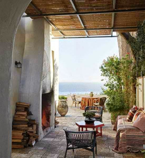 The loggia of Richard Shapiro's Italian-inspired Malibu retreat is the epitome of unstudied coastal chic. Photo by Miguel Flores-Vianna.