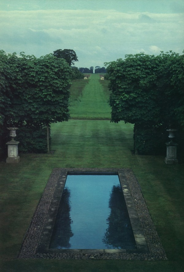 David Hicks's Oxfordshire country house. Photography by Dana Hyde for David Hicks: My Kind of Garden.