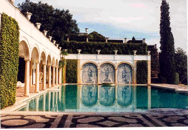 An loggia decorated with azeulo tiles surrounds the pool at Quinta Patiño in Portugal. Photo from PANTALEON y las decoradoras website.