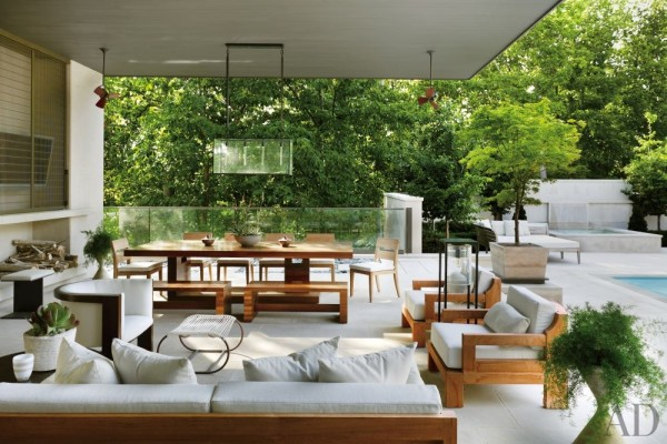 A poolside lounge at a Nashville, Tennessee, designed by McAlpine Booth & Ferrier Interiors. Photo by Pieter Estersohn.