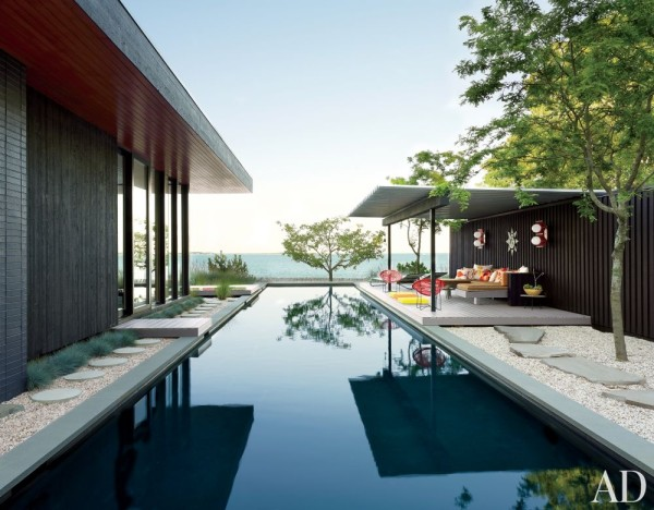 Gray Organschi Architecture devised the single-story house and separate pool pavilion for Jonathan Adler and Simon Doonan's Shelter Island, New York, property. Photo by Joshua McHugh.
