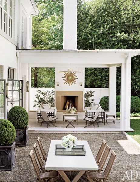 A formal flan and classic lines inform the terrace of Suzanne Kasler's Regency-style home in Atlanta. Photo by Pieter Estersohn.