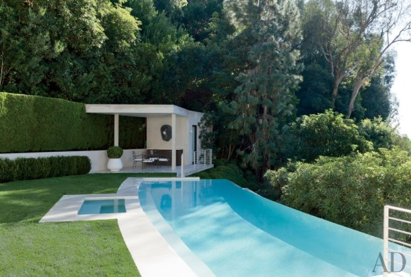 The 1960s Beverly Hills home of Waldo Fernandez was upgraded with a new limestone pool and poolhouse. Photo by Roger Davies.