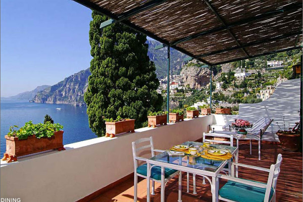 A terrace runs the length of the upstairs bedrooms with stunning views of Positano and Capri beyond.