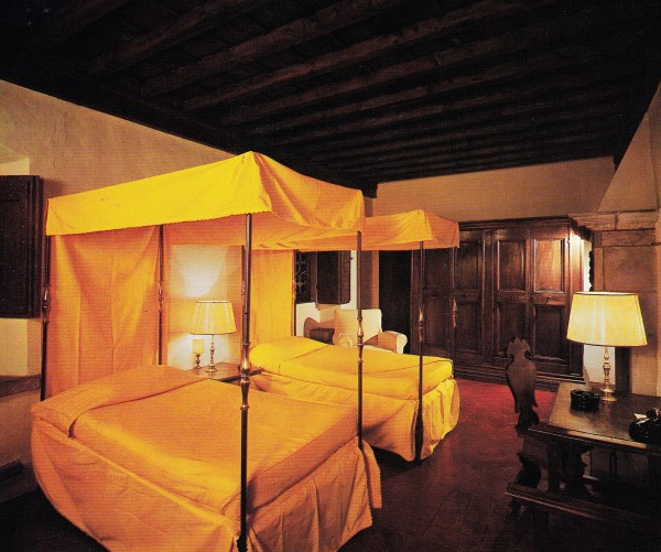 A guest room at Villa San Michele featured a pair four-poster beds based on a bed depicted in Carpaccio's The Dream of Saint Ursula. While many of the furnishings in this room made their way to Villa Maura the beds did not.