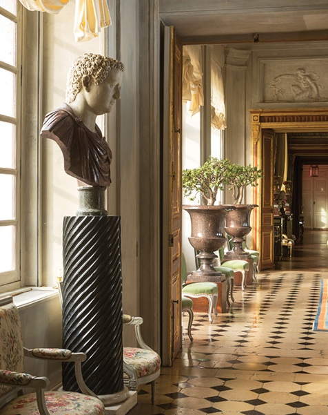 Garcia recreated the château's original neoclassical style, adding elements such as this antique Roman bust.