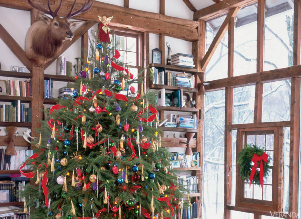 Old-fashioned holiday decor enlivens this rustic room designed by Renny Reynolds.