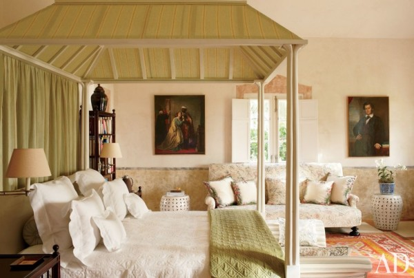 Genevieve Faure's bedroom at her villa. Photo by Oberto Gili.