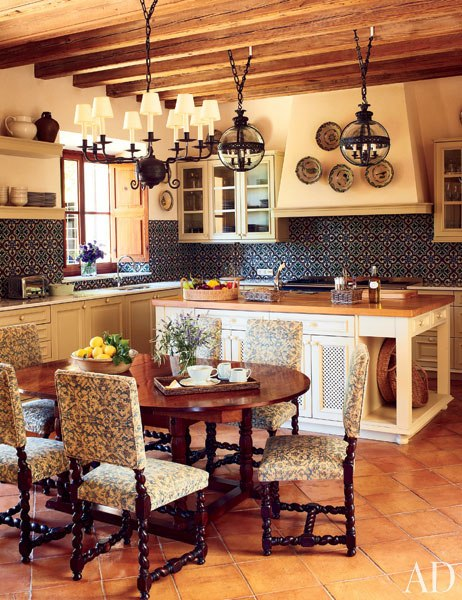 item7.rendition.slideshowVertical.michael-s-smith-05-kitchen-dining-area-after