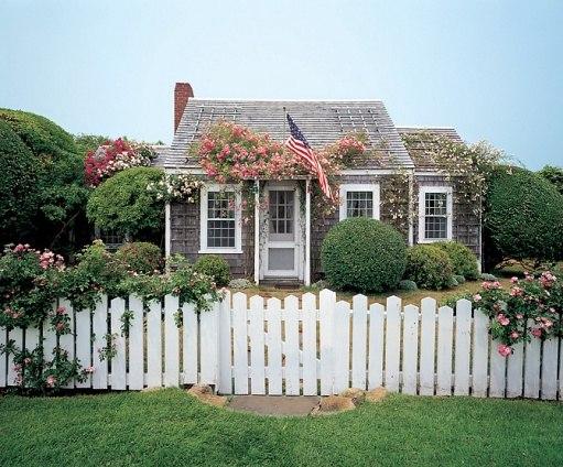 Jeffrey Bilhuber-Rose Cottage-Nantucket-Elle Decor Sept 2003-Peter Vanderwarker