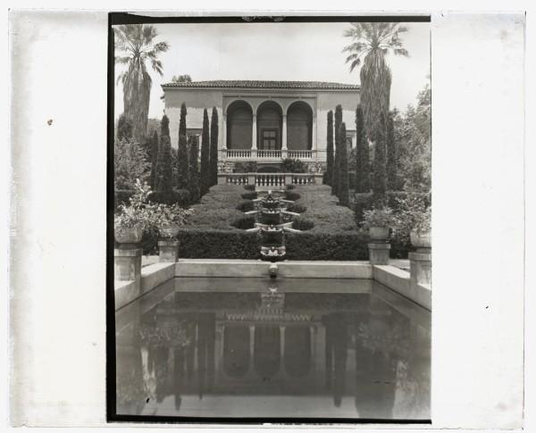 Las Tejas+Montecito-Gardens photographed by Frances Benjamin Johnston-1923