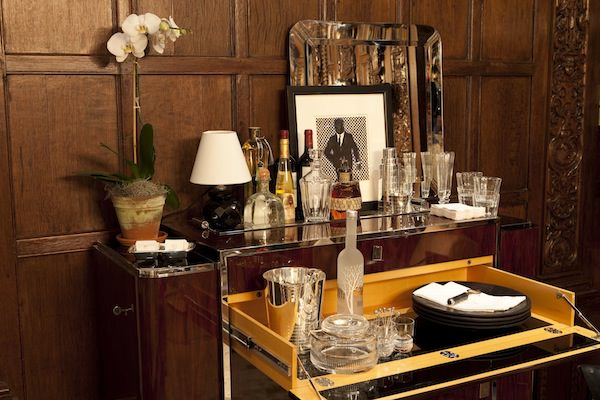 Ally-Coulter-Holiday-House-bar_mini1