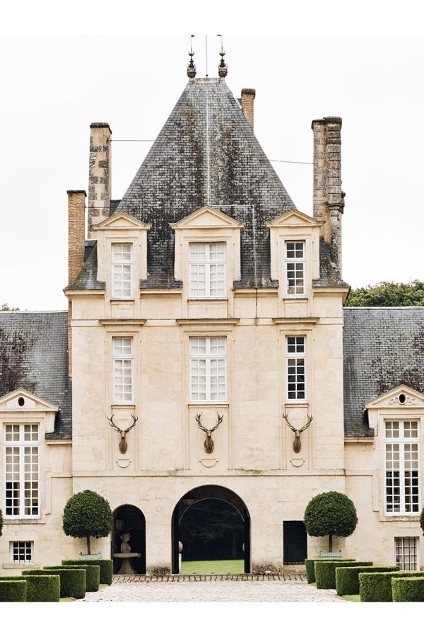 hubert_de_givenchy_en_su_mansion_del_loira_21492497_800x1200